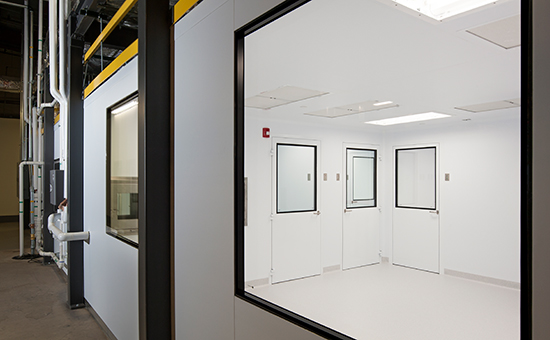 Medical-Device-Manufacturing-Cleanroom-2