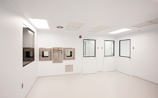 Medical-Device-Manufacturing-Cleanroom-9